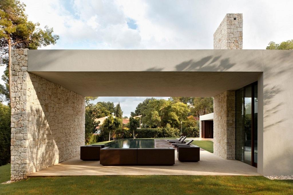 porche piscina - Casa El Bosque (Chiva, Valencia): diseño moderno con distintos grados de intimidad