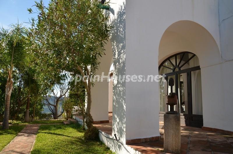porche1 1 - Vacaciones llenas de encanto en un cortijo andaluz en Frigiliana (Costa del Sol, Málaga)
