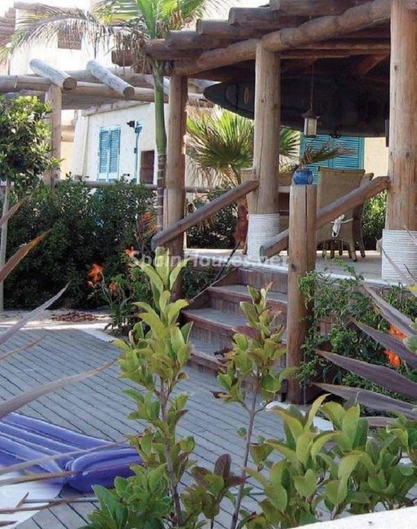 porche1 7 - Toque natural y mediterráneo en una preciosa casa en El Playazo de Vera (Almería)
