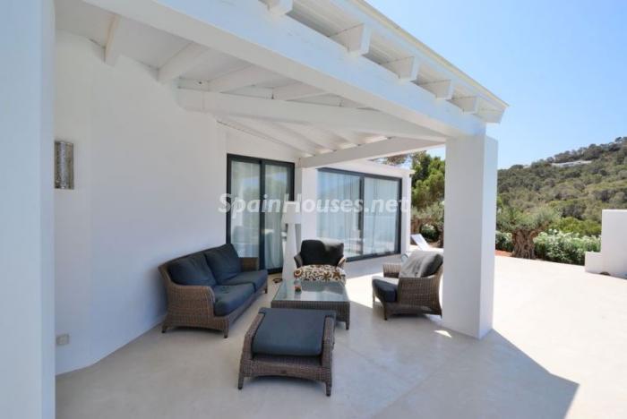 porche23 - Fantástica villa en Cala Vadella (San José, Ibiza): blanca, luminosa y mediterránea