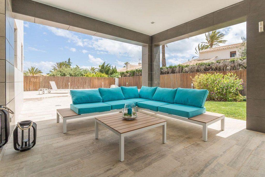 porche3 2 1024x683 - Preciosa casa de diseño en Orihuela Costa (Costa Blanca), en 2ª línea de playa