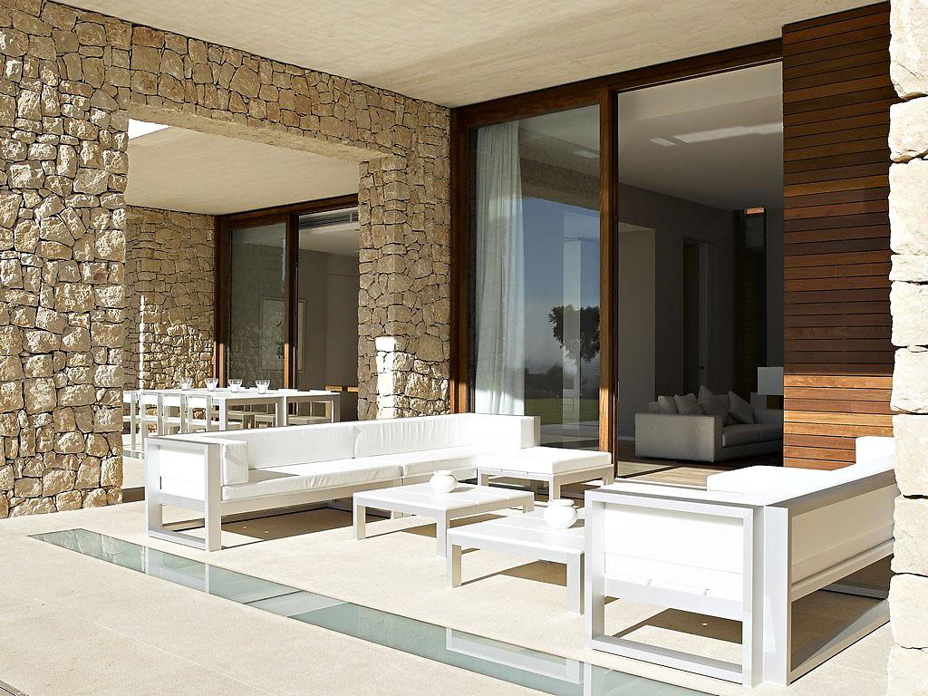 porche8 - Muros de piedra y patios en busca de luz en una espectacular casa en Valencia