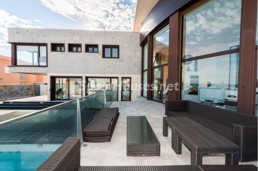 porcheycasa - Lujo entre dos mares: Casa en primerísima línea de playa en La Manga del Mar Menor (Murcia)