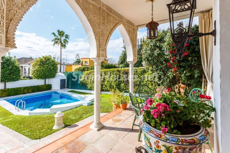 porcheyjardin 1 - Estilo mudéjar lleno de encanto en un espectacular chalet en el Aljarafe de Sevilla