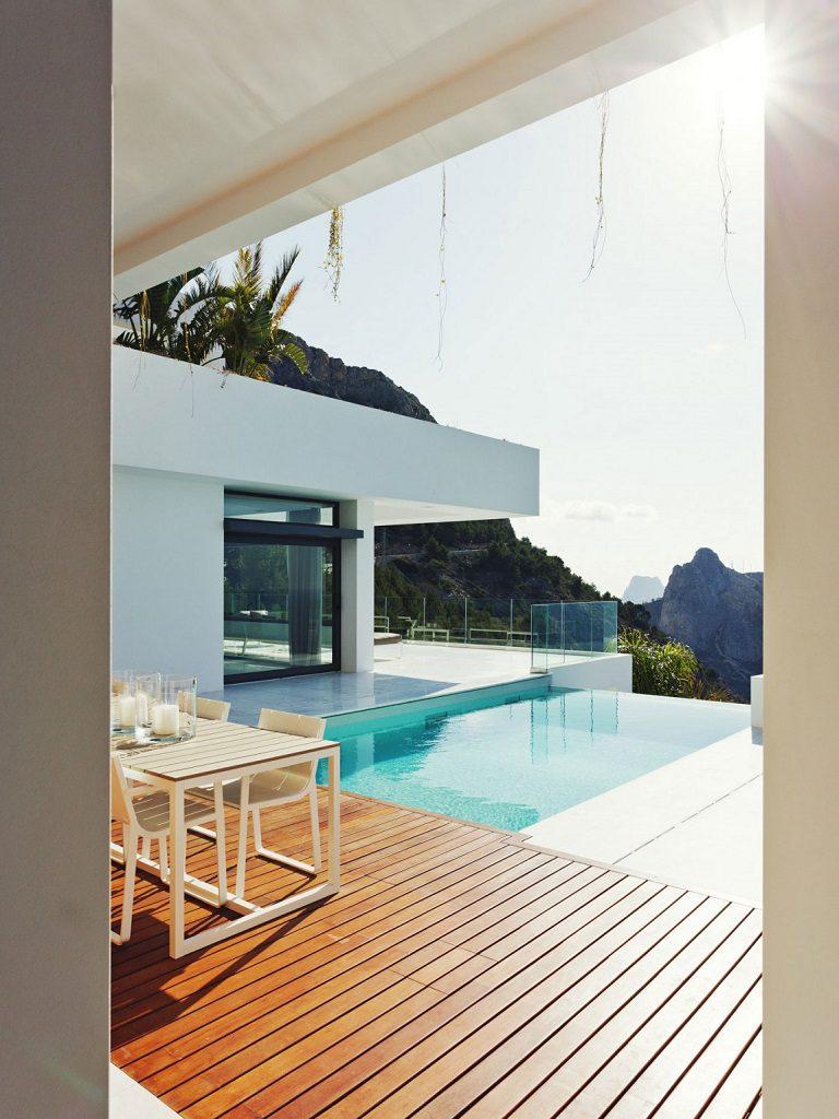 porcheypiscina 10 768x1024 - Altea Hills: Villas de diseño mediterráneo con vistas al mar en Costa Blanca (Alicante)