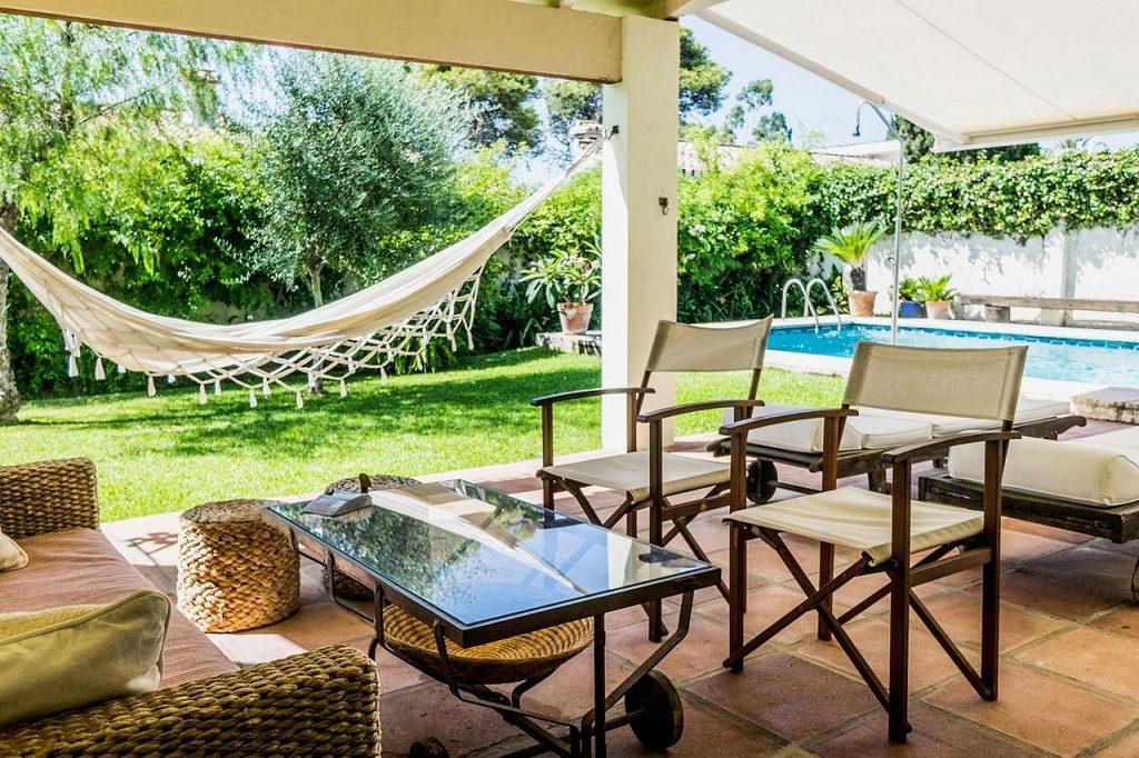 porcheypiscina 12 1024x682 - Acogedora casa con jardín y piscina en Cancelada, Estepona (Málaga)