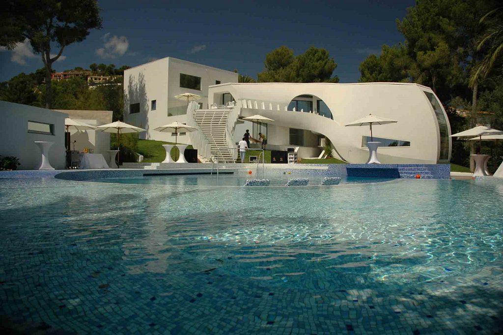 porcheypiscina 4 1024x681 - Espectacular casa llena de originalidad y diseño en Son Vida, Palma de Mallorca