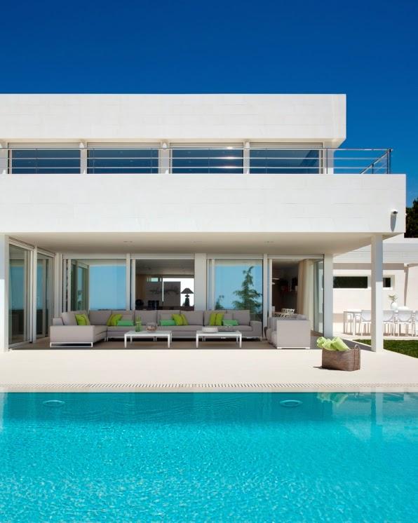 porcheypiscina1 - Genial, luminosa y sofisticada casa junto al mar en la costa del Maresme (Barcelona)