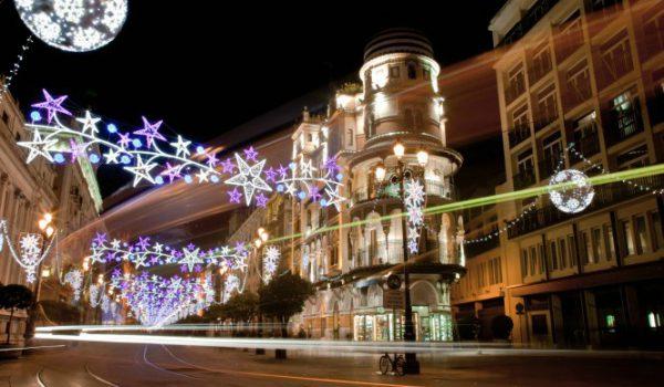 portadanavidadsevilla 600x350 - Las 5 ciudades de España que más brillan en Navidad