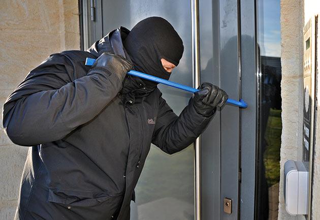 prevenir robos en casa en las vacaciones - Prevenir robos en casa en las vacaciones: recomendaciones para disfrutar sin sobresaltos