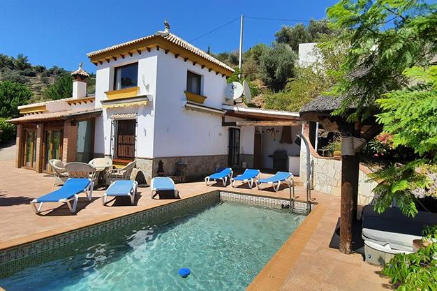principal sayalonga - Despierta cada día con vistas al mar y la montaña en esta villa de campo en Málaga