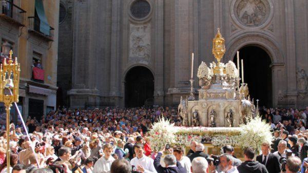 procesion Corpus 2013 archivo 1 958x538 600x337 - Las mejores fiestas para visitar Andalucía este Mayo 2018