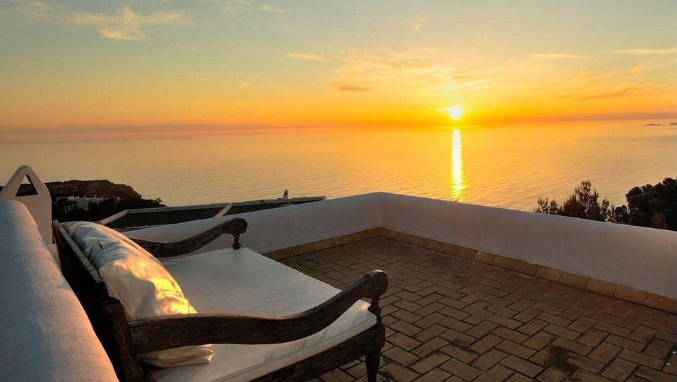 puestadesol ibiza - Sueños de verano: 14 espectaculares terrazas que miran al mar