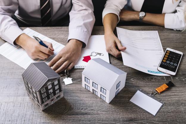 realtor cliente firman documentos 23 2147764170 - Razones importantes de por qué compartir piso