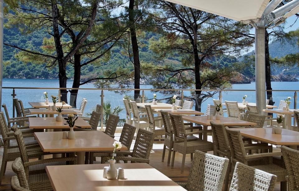 restaurant 805103 960 720 - Las mejores terrazas españolas para despedir el verano