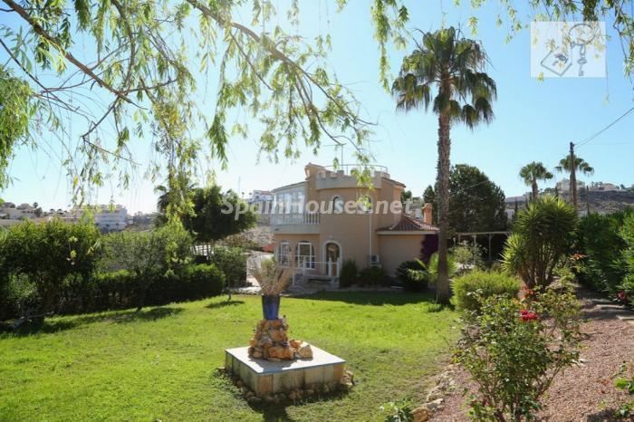rojales alicante - 20 preciosas casas para disfrutar de la primavera con bonitos rincones en el jardín