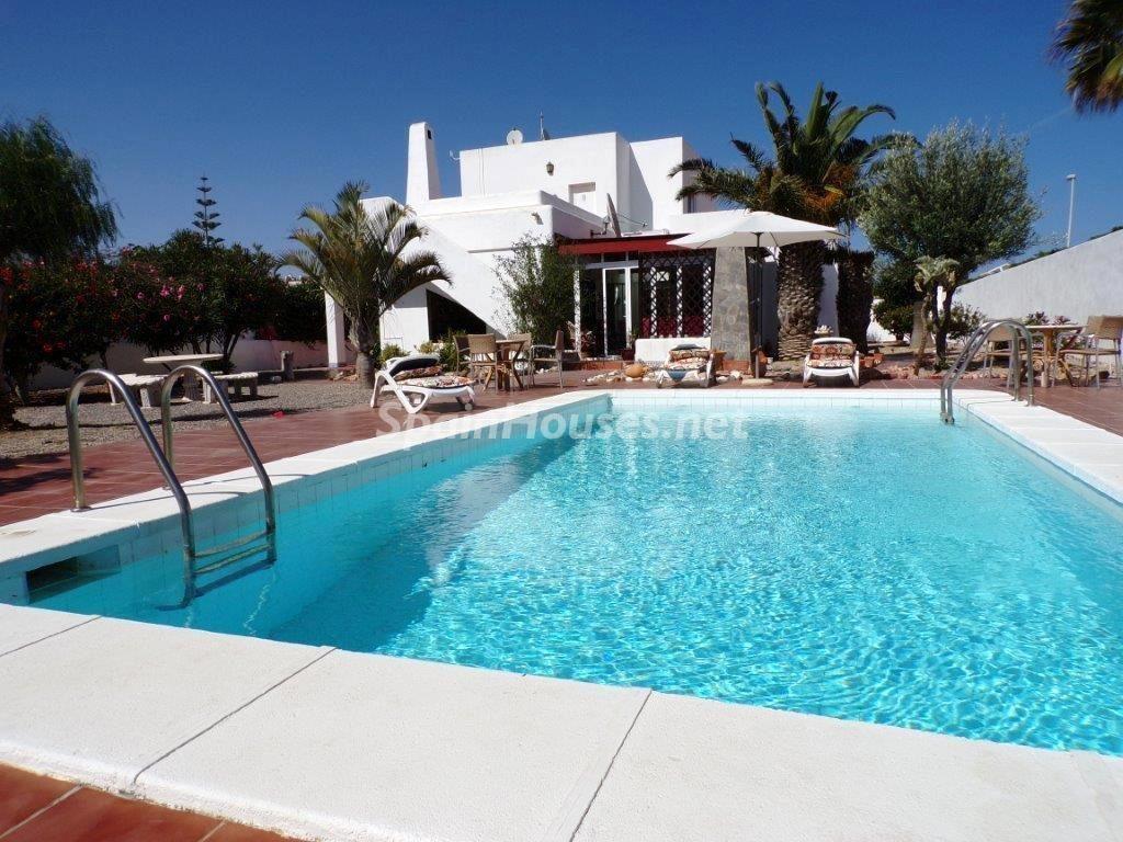 roquetasdemar almeria 6 1024x768 - Fantásticas piscinas de otoño en 14 geniales casas ideales para despedir el verano