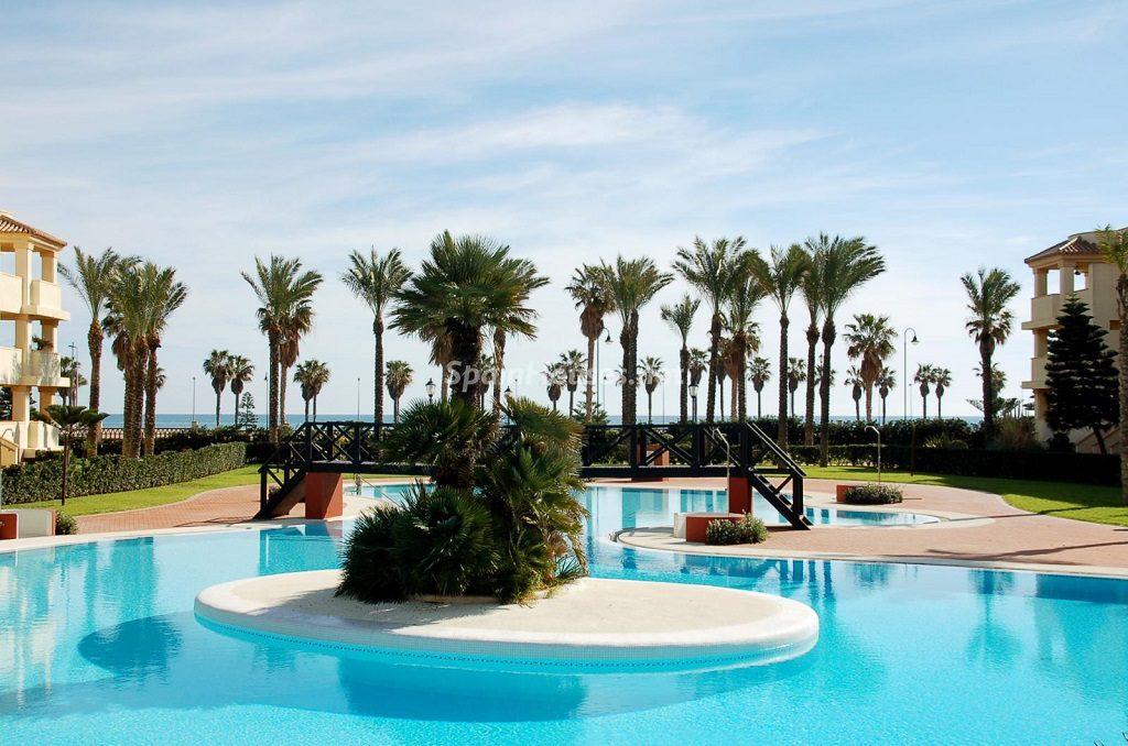 roquetasdemar almeria 9 1024x678 - 16 apartamentos de 1 dormitorio cerca del mar, por menos de 110.000 euros