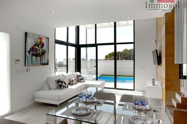 salón 4 1 - Chalet de lujo en Alicante: confort y excelente ubicación