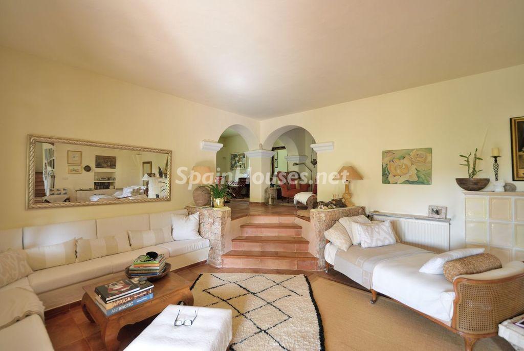 saladeestar 10 1024x685 - Lujo rústico, naturaleza y encanto en una romántica villa en San José, Ibiza (Baleares)