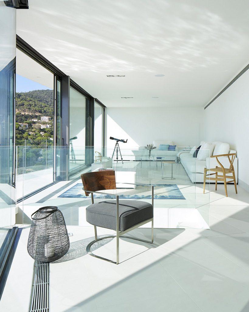 saladeestar 16 819x1024 - Casa de diseño bañada por el sol en Santa Cristina d'Aro, Girona (Costa Brava)