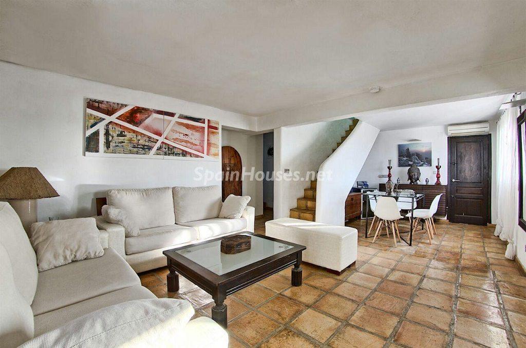 saladeestar 4 1024x678 - Atardecer mágico en Ibiza: Casa en alquiler de puro estilo ibicenco y encanto mediterráneo
