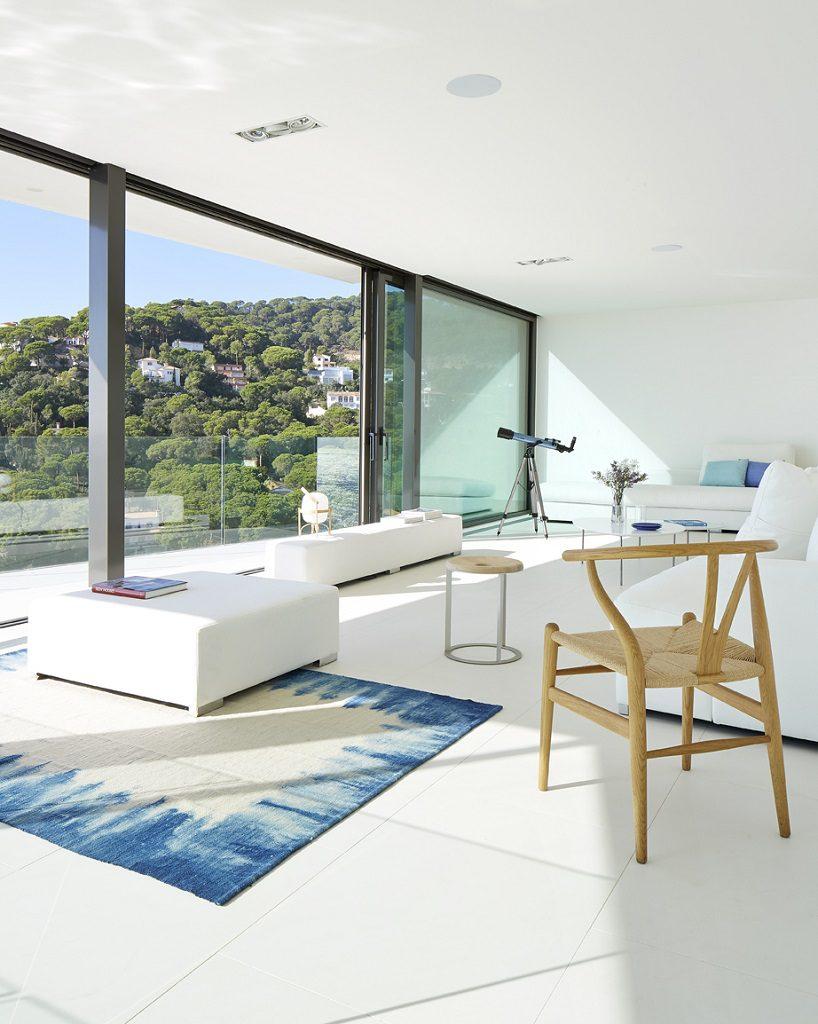 saladeestar vistas 1 818x1024 - Casa de diseño bañada por el sol en Santa Cristina d'Aro, Girona (Costa Brava)