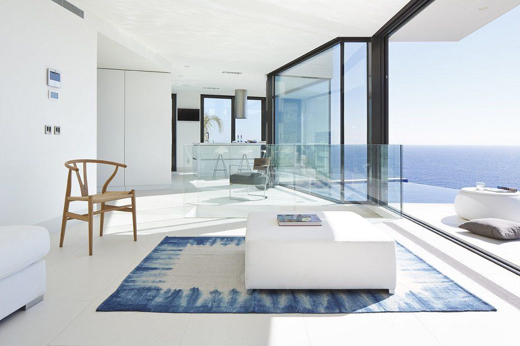 Casa de diseño bañada por el sol en Santa Cristina d'Aro, Girona (Costa Brava)