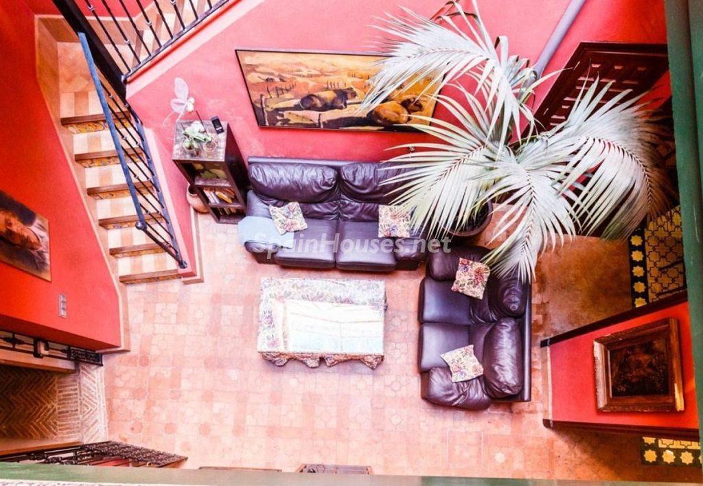saladeestar1 2 1024x708 - Color tierras florentinas y sabor urbano en una casa en el Casco Antiguo de Sevilla