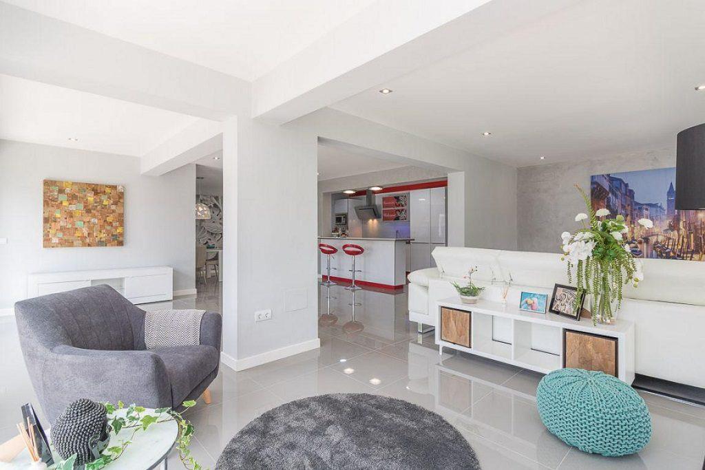 saladeestarabierta1 1024x683 - Preciosa casa de diseño en Orihuela Costa (Costa Blanca), en 2ª línea de playa