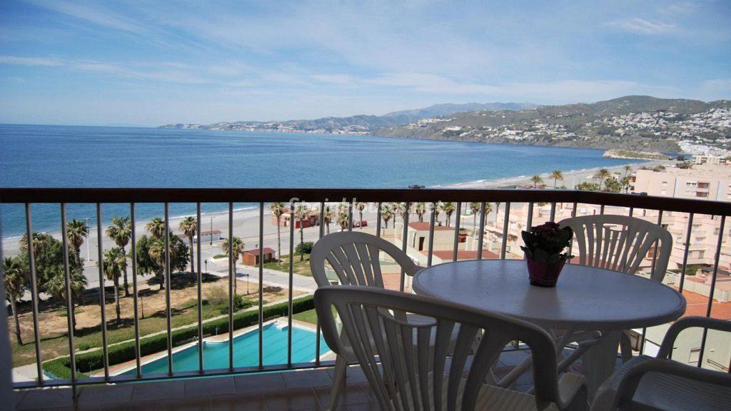 salobreña granada 2 1024x576 - 23 viviendas de vacaciones perfectas para Semana Santa: playa, mar y naturaleza