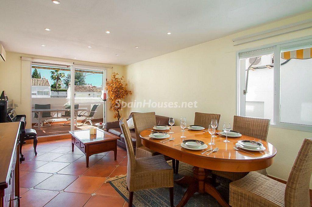 salon 24 1024x682 - Coqueta casa en Torremuelle (Benalmádena Costa, Málaga): económica, luminosa y cerca del mar