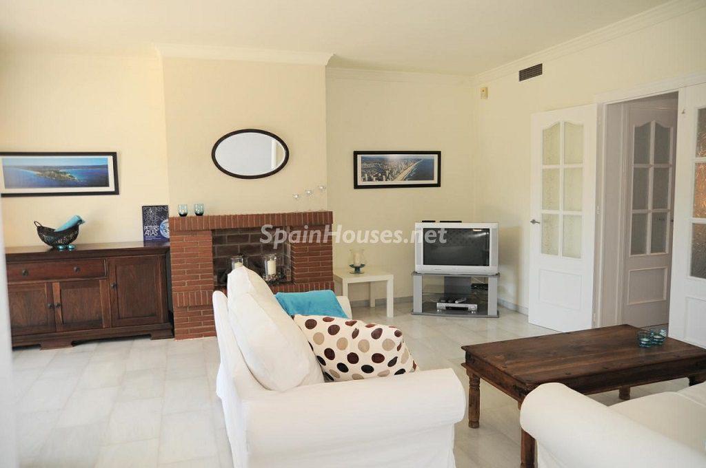 salon 26 1024x680 - Coqueta villa en Mijas Golf (Costa del Sol, Málaga), con piscina y un bonito porche para disfrutar