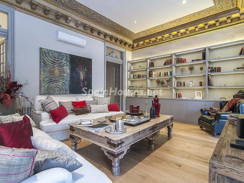 salon 28 1024x768 - Piso modernista en el Eixample (Barcelona): fusión espectacular de luz y elegancia