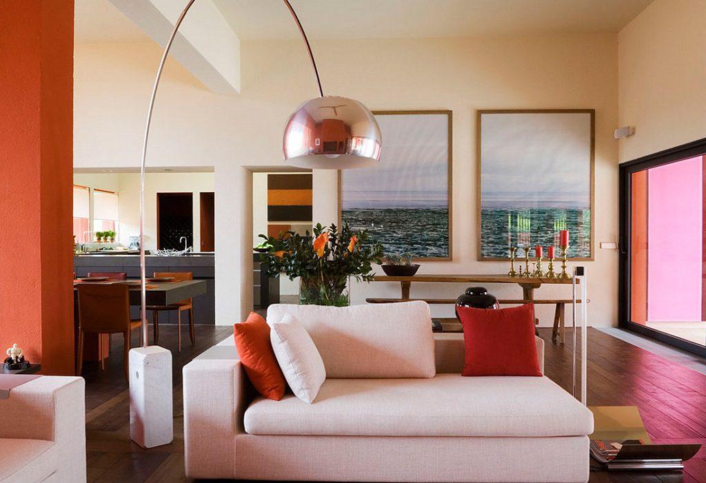salon 30 1024x701 - Inspiración, color y elegancia en una preciosa casa en Sotogrande (Costa de la Luz, Cádiz)