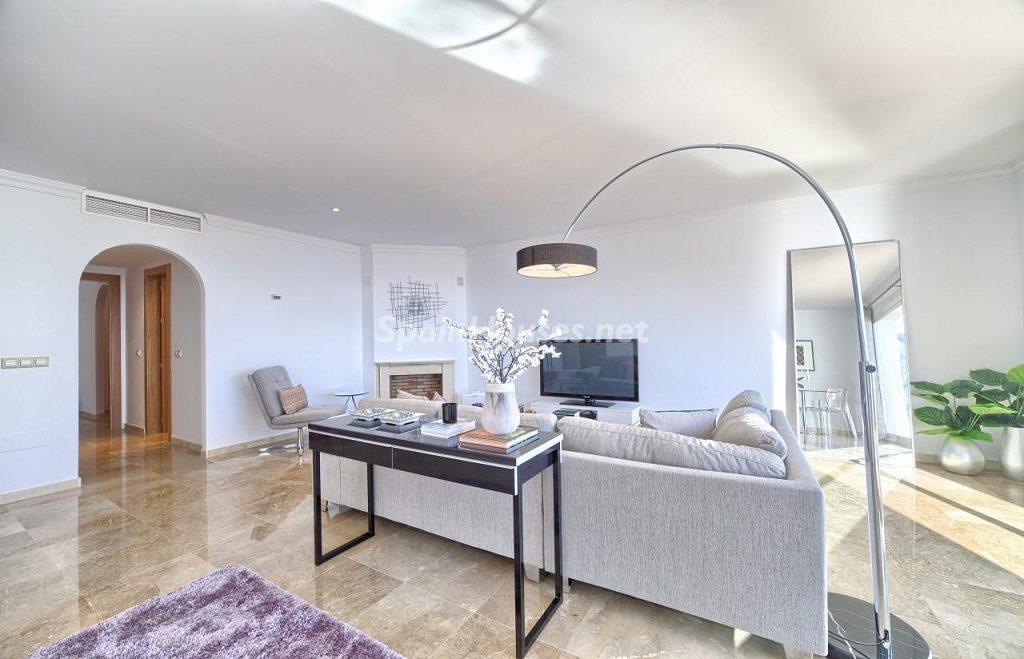 salon 32 1024x659 - Precioso piso a estrenar en la Sierra de las Nieves (Istán, Marbella), naturaleza a 15 km del mar