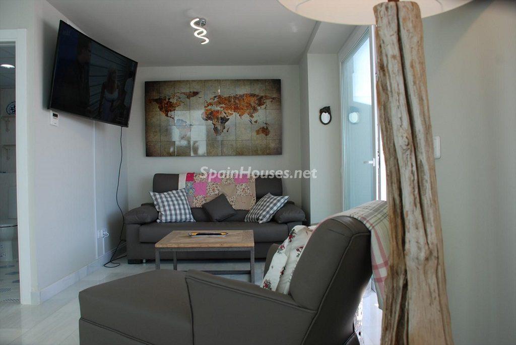 salon 35 1024x685 - Ático en alquiler de vacaciones en Cádiz, ideal para el puente o el carnaval