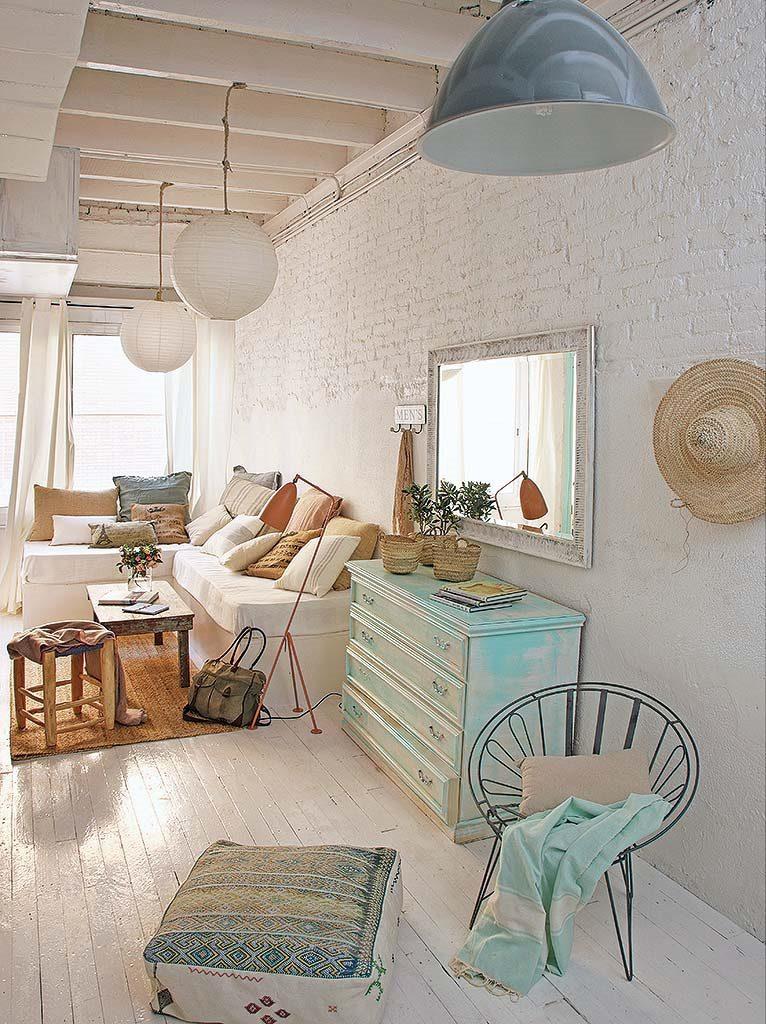 salon 36 766x1024 - De garaje a original casa en Barcelona: luminosa y llena de encanto vintage