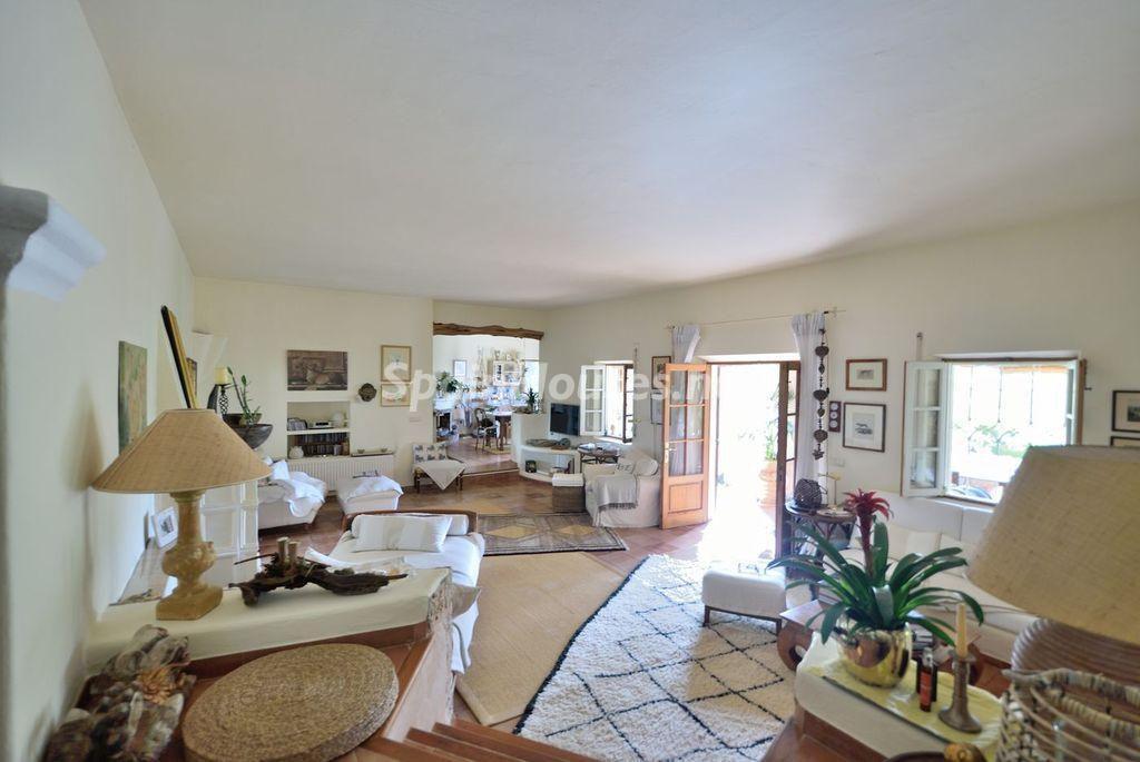 salon 39 1024x685 - Lujo rústico, naturaleza y encanto en una romántica villa en San José, Ibiza (Baleares)