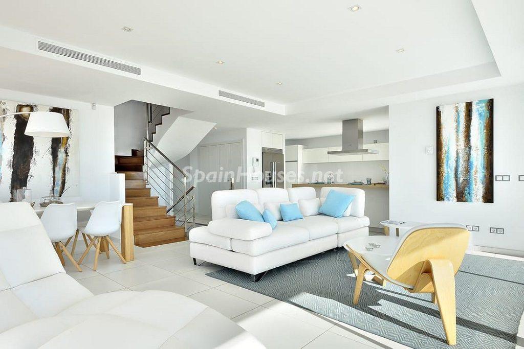 salon 46 1024x683 - Precioso toque nórdico a estrenar con vistas al mar en Benalmádena (Costa del Sol, Málaga)