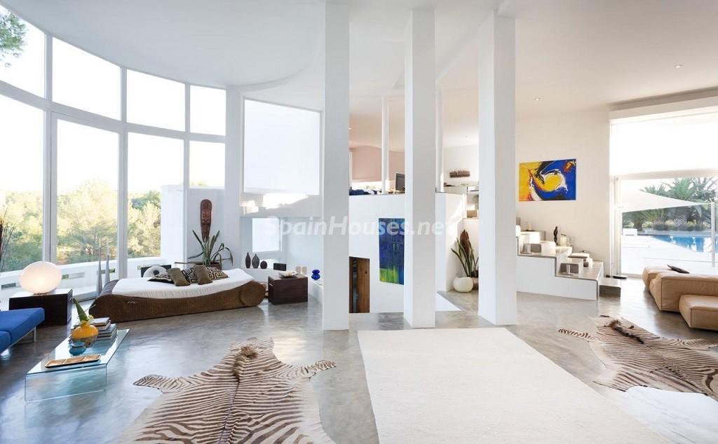 salon 5 1024x634 - Vacaciones de lujo, modernidad y diseño en Santa Gertrudis, el corazón de Ibiza