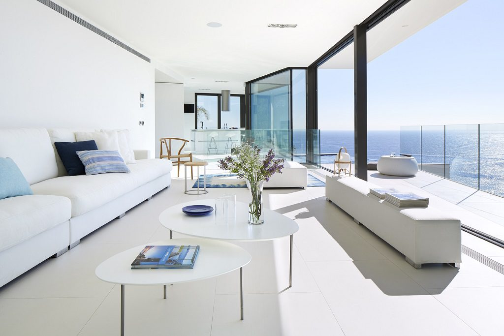 salon 55 1024x683 - Casa de diseño bañada por el sol en Santa Cristina d'Aro, Girona (Costa Brava)