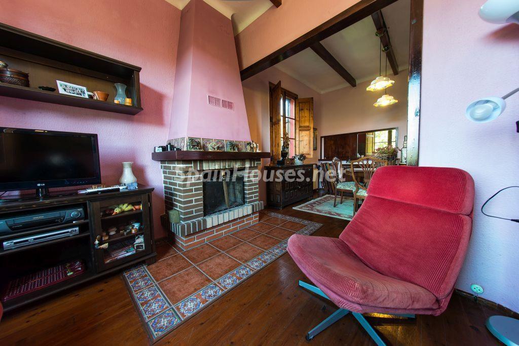 salon 57 1024x683 - Casa primaveral en Villaviciosa (Asturias): encanto, naturaleza y un romántico jardín