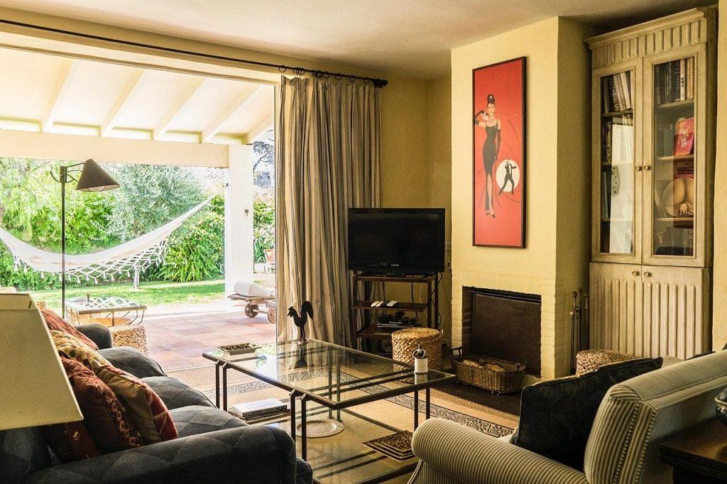 salon 63 1024x682 - Acogedora casa con jardín y piscina en Cancelada, Estepona (Málaga)