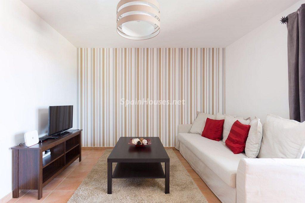 salon 66 1024x682 - Sencilla simetría y vistas al mar en un apartamento en Playa Paraíso, Adeje (Tenerife)