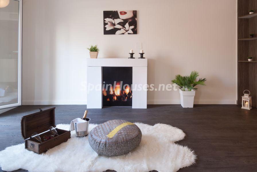salon chimenea 3 - Home Staging de detalles cálidos en un bonito piso reformado en Cádiz capital