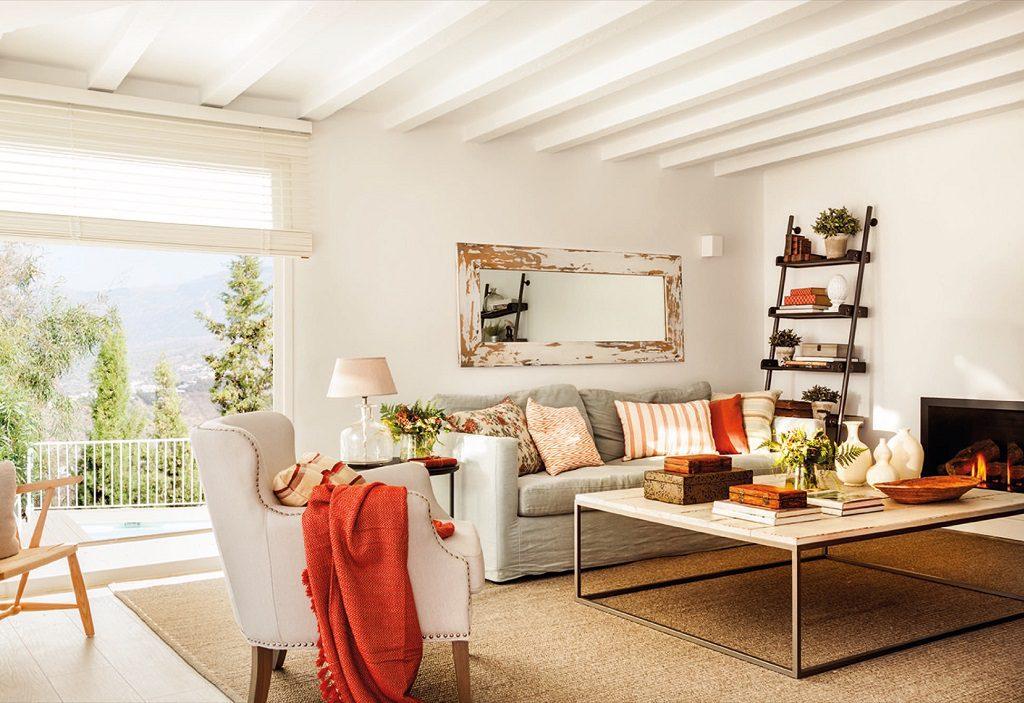 salon chimenea 4 1024x703 - Luminoso toque rústico y moderno en una preciosa casa en Málaga