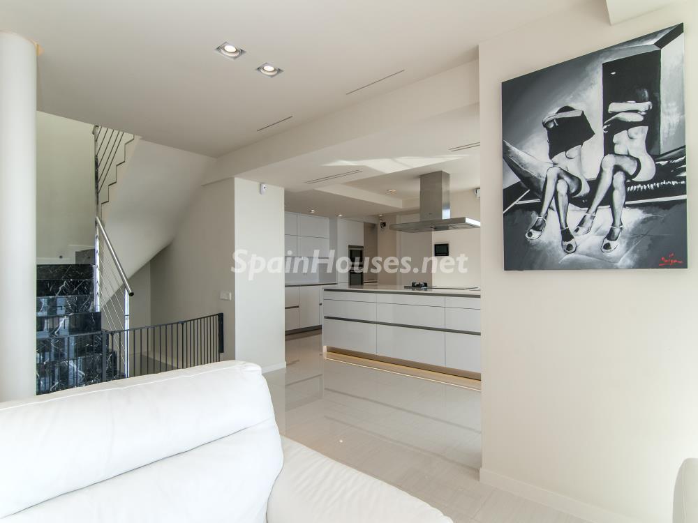 salon cocina 1 - Casa minimalista transparente, diáfana y abierta al mar en Castelldefels (Barcelona)