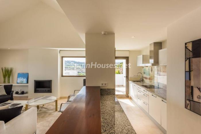 """salon cocina casares - Espectacular terraza de sol, bonito ambiente """"chill out"""" y vistas al mar en Casares (Málaga)"""