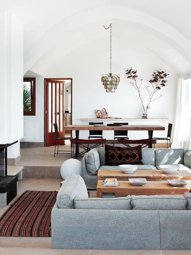 salon comedor 4 768x1024 - Un precioso de refugio otoñal en una casa llena de luz en Menorca (Baleares)